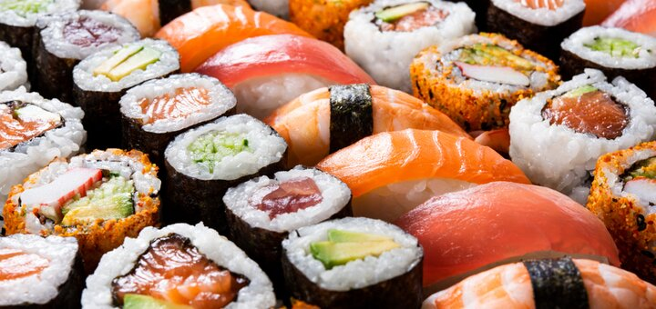 Скидка 50% на все меню кухни и суши в ресторане «Family Hall»