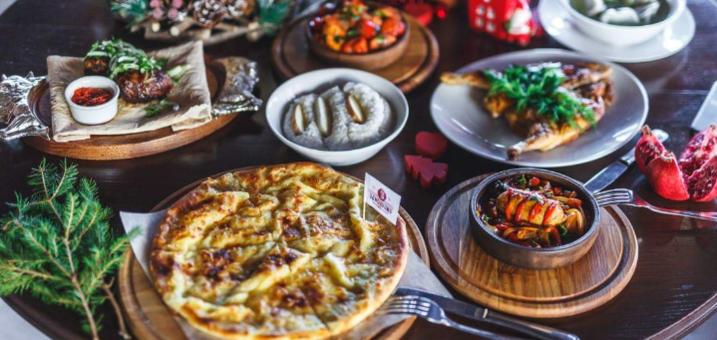 Шашлык, хачапури и вино в грузинском ресторане «Vano Ivano Megobari»