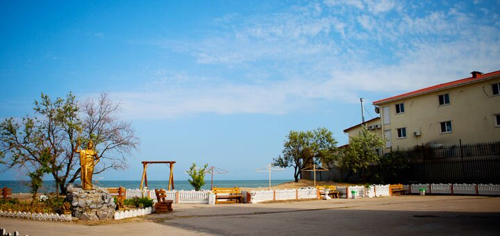 От 3 дней отдыха в августе и сентябре на базе отдыха «Лоцман» на первой линии в Бердянске