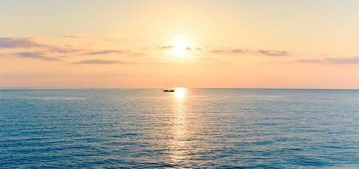 От 4 дней отдыха в бархатный сезон на базе «Монтажник» в Кирилловке на берегу Азовского моря