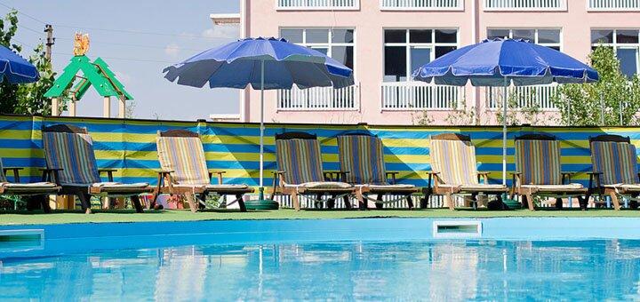 От 3 дней отдыха в сентябре с бассейном и питанием в гостиничном комплексе «Альянс» в Коблево