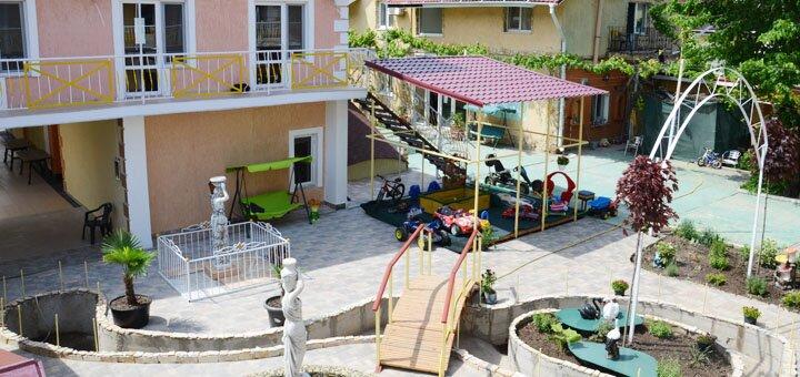 От 4 дней семейного отдыха в бархатный сезон в отеле «Эллада» в Черноморске на берегу Чёрного моря