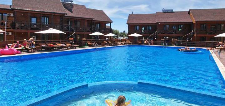 От 3 дней отдыха в сентябре на базе отдыха с бассейном «Казацкий стан» в Кирилловке