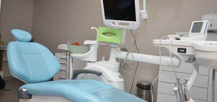 Скидка до 50% на установку зубных имплантов в стоматологическом центре