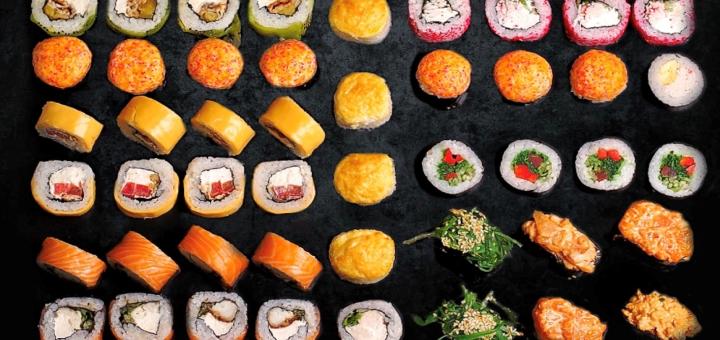 Скидка 50% на все суши, роллы, сеты, пиццу и WOK в кафе «Буржуй» в ТРЦ «Мост-Сити»