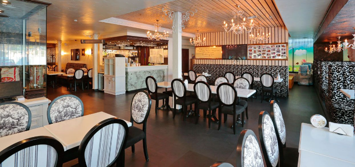 Скидка 50% на меню кухни, суши-бар, пиццу, чай и домашние лимонады в «Mafia» на Перова