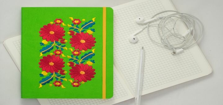 Скидка 15% на любой блокнот с авторской вышивкой от «Ладна»