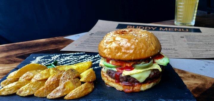 Скидка 50% на все меню бургеров, лимонады и разливное пиво в лаунж-кафе «Buddy»