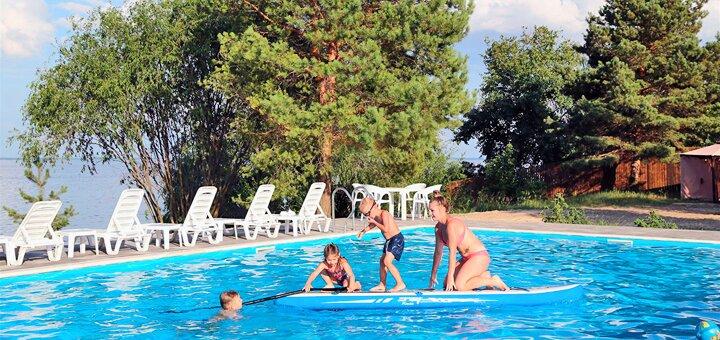 От 2 дней отдыха в загородном комплексе с бассейном «Morewell» на берегу Киевского моря