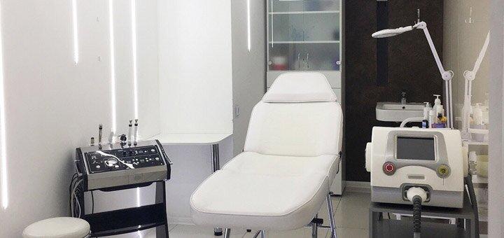 До 3 сеансов лазерного карбонового пилинга лица и шеи в центре «Laser Health New»
