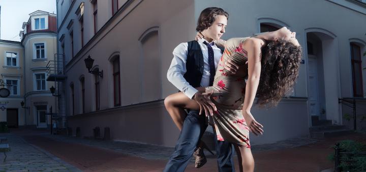 До 16 занятий танцами хастл в школе танца «Вместе»
