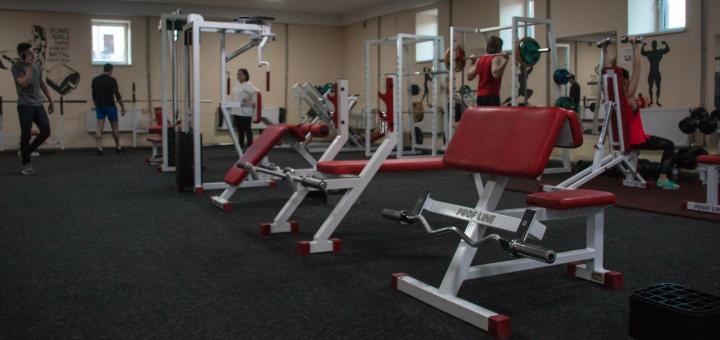 До 10 месяцев безлимитного посещения тренажерного зала в фитнес-клубе «RexxaR»