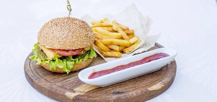 Скидка 50% на все меню кухни в семейном ресторане «Fiji»