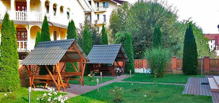 От 3 дней оздоровительного отдыха осенью и зимой в отеле «Эдельвейс» в Поляне