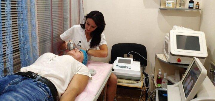 До 3 сеансов лазерного карбонового пилинга лица, декольте или спины от «CosmoNova»