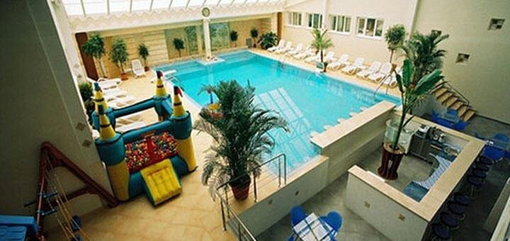 От 2 дней отдыха с завтраками и бассейном в отеле «Морской 4*» в Одессе