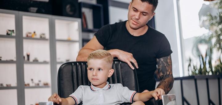 Чоловіча або дитяча стрижка волосся та стрижка і корекція бороди в барбершопі «FJ-A»