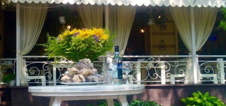 Ассорти мидий и вино в итальянском ресторане «Примавера»