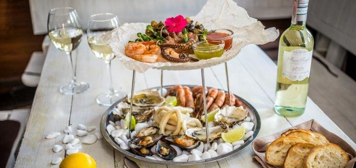 Сет морепродуктов с осьминогом и вино в итальянском ресторане «Примавера»