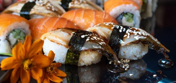 Скидка 50% на суши-сет «№32» от службы доставки «SushiRoll»