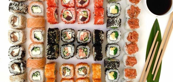 Скидка 50% на суши-сет «Оки» от службы доставки «White roll»