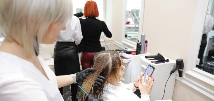 Женская стрижка любой длины с профессиональной укладкой в студии красоты «AVRA beauty studio»
