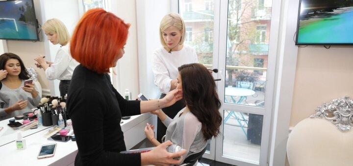 Коррекция формы женской стрижки в студии красоты «AVRA beauty studio»
