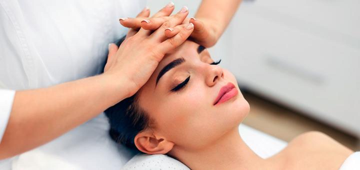 До 10 сеансів косметологічного масажу обличчя з парафінотерапією рук в салоні краси