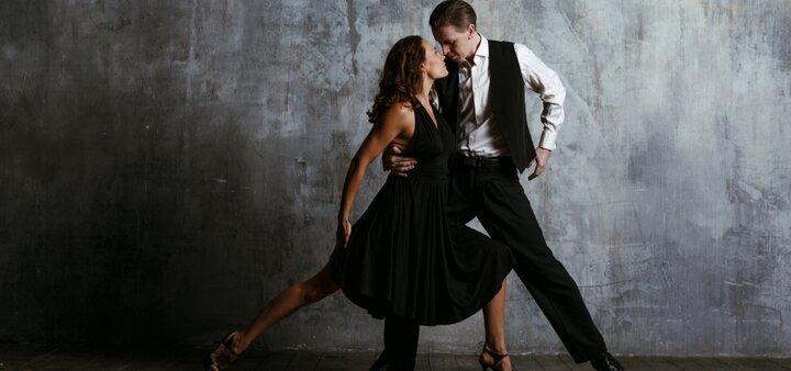 До 12 занятий латиной для взрослых в студии танцев «D-Studio»