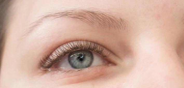 Скидка до 53% на наращивание или ламинирование, Botox и окрашивание ресниц в «Алиса лаш»