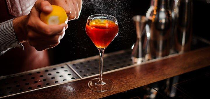До 8 фирменных коктейлей для компании до 6 человек в коктейль-баре «Весёлый Бабулех»
