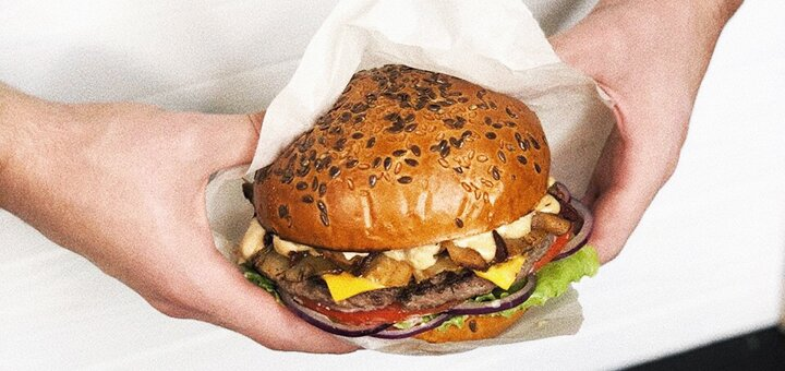 Cкидка 40% на все бургеры и роллы от службы доставки «Bee Holo»