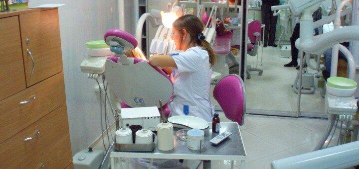 Ультразвуковая чистка, Air Flow, фторирование и полировка зубов в медицинском центре «Велес»