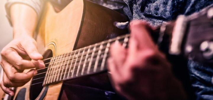 До 4 индивидуальных занятий по обучению игры на гитаре в творческой студии «YAProject»