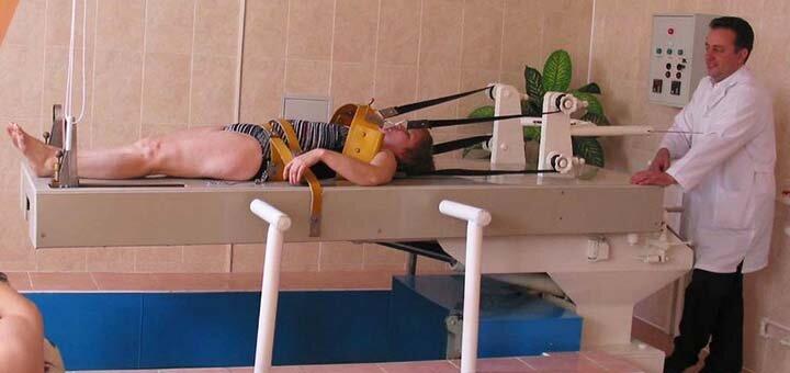 До 3 сеансов подводного вытяжения или гидромассажа позвоночника в центре доктора Измайлова