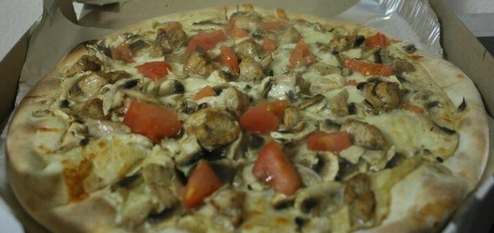 Скидка 50% на всё меню пиццы с доставкой или самовывозом от службы доставки «Мама я поел»
