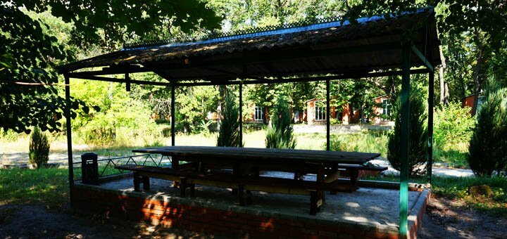 От 2 дней зимнего отдыха с завтраками для двоих на лесной турбазе «Дубовая роща» на Орели