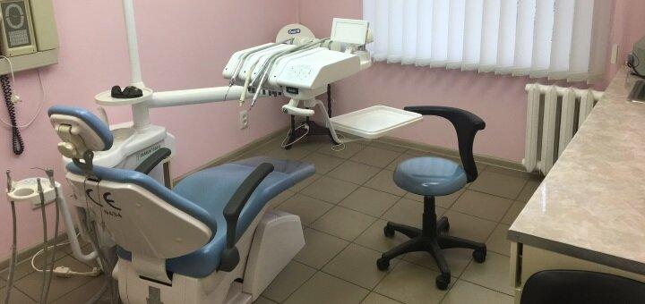 Лечение кариеса с установкой фотополимерных пломб на 1 или 2 зуба в стоматологии «Элит»