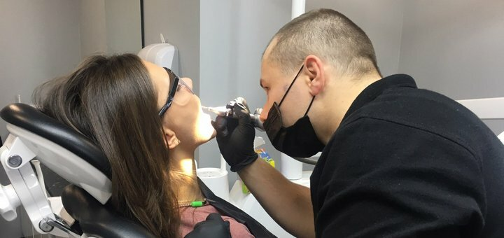Скидка 60% на профессиональное отбеливание зубов в стоматологии «PremiumDent»