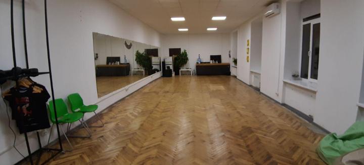 До 24 занять латиноамериканськими танцями в школі танців «Bachata Dance School Lviv»