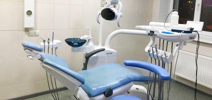 Лечение кариеса с установкой фотополимерной пломбы в клинике «Майстерня посмішки»