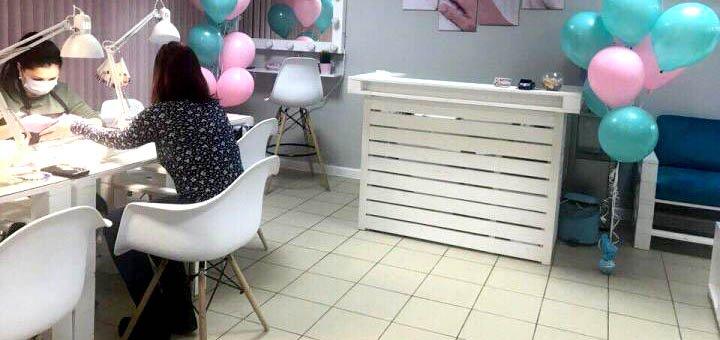 Маникюр, педикюр с покрытием лаком или гель-лаком в салоне красоты «Beauty bar Flamingo»