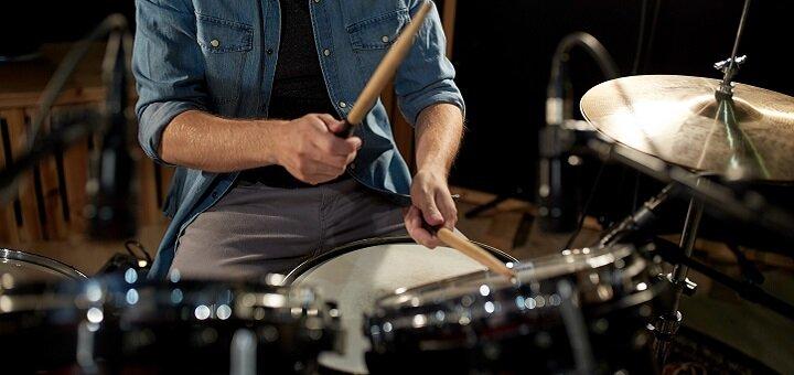 До 8 индивидуальных занятий по обучению игре на барабанах или ударных установках