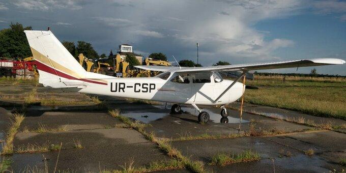 Скидка 25% на полёт над Межигорьем на самолете «Cessna 182» от «Полетели с нами»