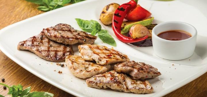 Скидка 50% на меню кухни, суши-бар и пиццу в семейном ресторане «Mafia» на Мономаха