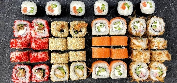 Скидка 50% на суши-сеты с доставкой или самовывозом от компании «Edok»
