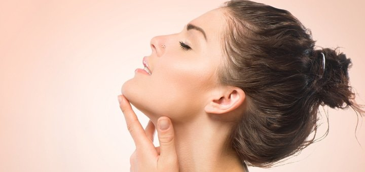 """3 или 5 сеансов безинъекционной мезотерапии лица, шеи и зоны декольте с дополнительным уходом в салоне красоты """"Бархат"""""""