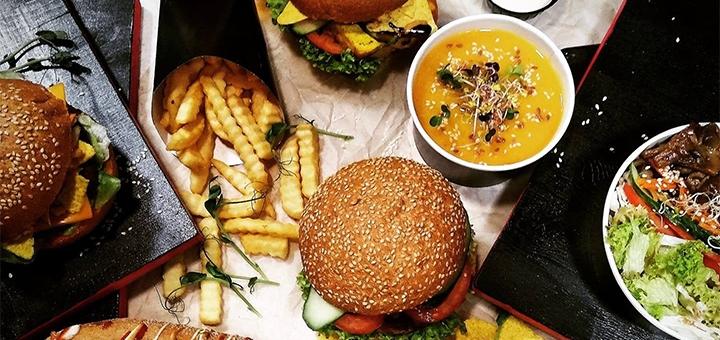 Грибний, м'ясний, сирний, рибний або бургер з рослинним м'ясом у веганському кафе «Вегануті»