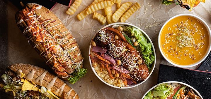 Французький або американський хот-дог у веганському фаст-фуді «Вегануті»