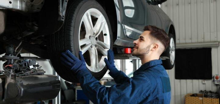 Шиномонтаж 4 колес для легкового авто, внедорожника или паркетника в автосервисе на Печерске